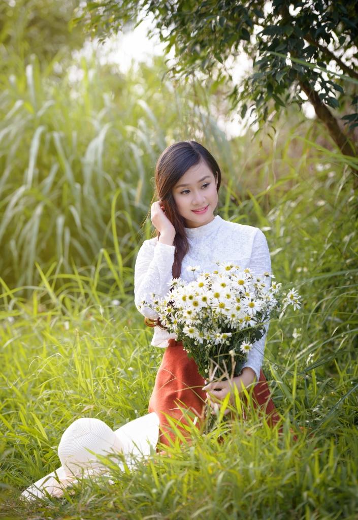 anh girl xinh va cuc hoa mi